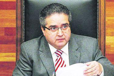 Los informes que encargó el jefe del Ejército: Contrató asesoría de expresidente del TC, Carlos Carmona y de exprocuradora general del CDE