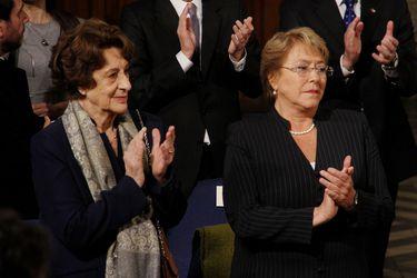 """Bachelet aclara que féretro de su madre no estuvo en su domicilio y señala que """"ya se cumplió con el rito funerario"""""""