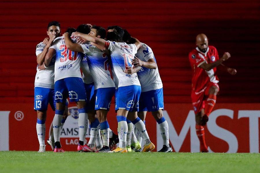 La UC venció a Argentinos en Buenos Aires, por la Copa Libertadores.