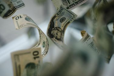 Dólar inicia el año con fuerte caída y se acerca a los $700 ante aumento en el precio del cobre y positivo Imacec