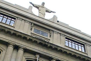 Universidad Católica informa que se decidió cerrar el semestre solo con evaluaciones a distancia por el coronavirus