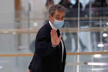 Juicio por corrupción contra expresidente francés Sarkozy suspendido hasta el jueves