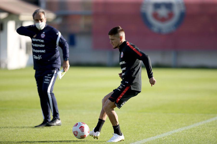 Leonardo Gil entrenó por primera vez con la selección chilena, en el primer día del segundo microciclo de Martín Lasarte, en Juan Pinto Durán.