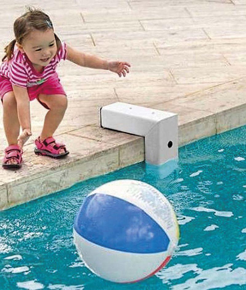 Las alarmas de piscina han venido a reemplazar otras medidas más engorrosas de desintestinar. sigue siendo fundamental la supervisión de adultos.