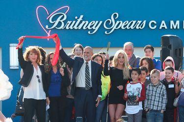 britney spears abre nueva fundación de tratamiento contra el cáncer para niños