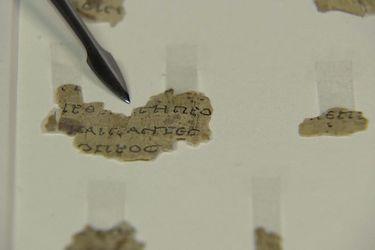 Descubren nuevos fragmentos de un texto bíblico en el Mar Muerto después de 60 años