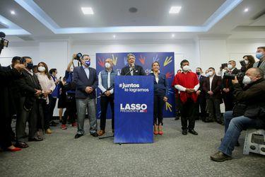 """Cinco mujeres  y tres hombres: Presidente electo de Ecuador presenta gabinete """"social"""" y se promete """"cero femicidios"""" en su mandato"""