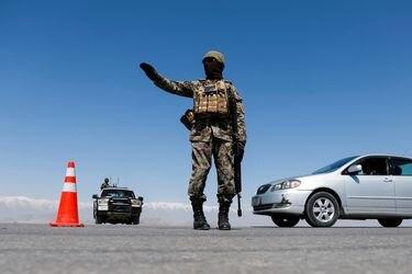 EE.UU. ordena salida de personal no esencial de su embajada en Kabul por amenazas
