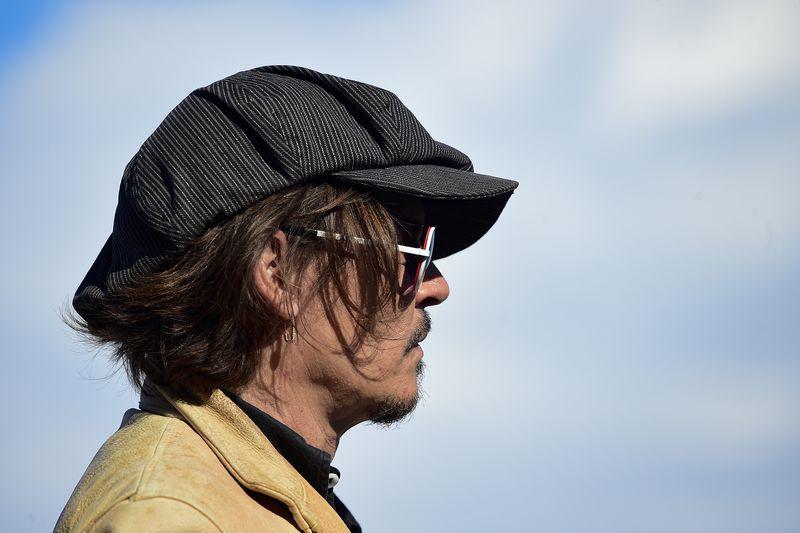 Johnny Depp in free fall