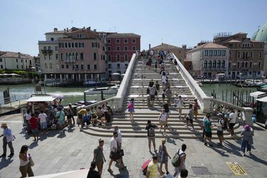 ¿Por qué Italia ya no permitirá a grandes cruceros navegar cerca de Venecia?