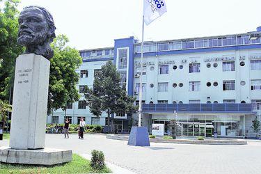 Fachada del Hospital Clínico de la U. de Chile.