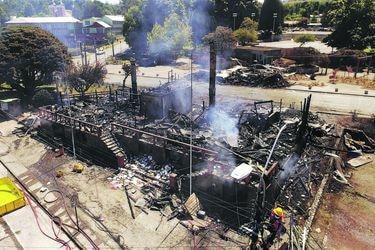 ¿Qué ha pasado con el incendio a la Municipalidad de Panguipulli? Fiscalía ha formalizado a tres imputados: dos están en prisión preventiva y uno en internación provisoria