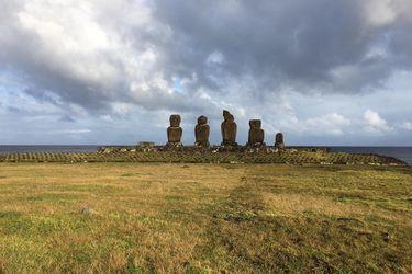 Inician reparación de plataformas de moais dañadas por marejadas en Rapa Nui