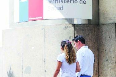 Informe epidemiológico del Minsal: 36% de afectados tiene entre 30 y 44 años