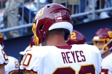 Sammis Reyes se convirtió en el primer chileno en debutar en la pretemporada de la NFL. En su caso, el detalle de la bandera chilena junto a la estadounidense