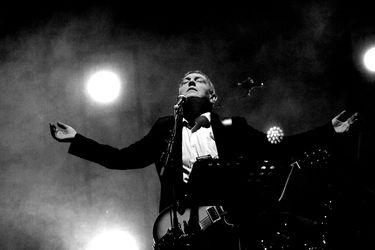 Carlos Cabezas libera nuevo videoclip del aniversario de El resplandor
