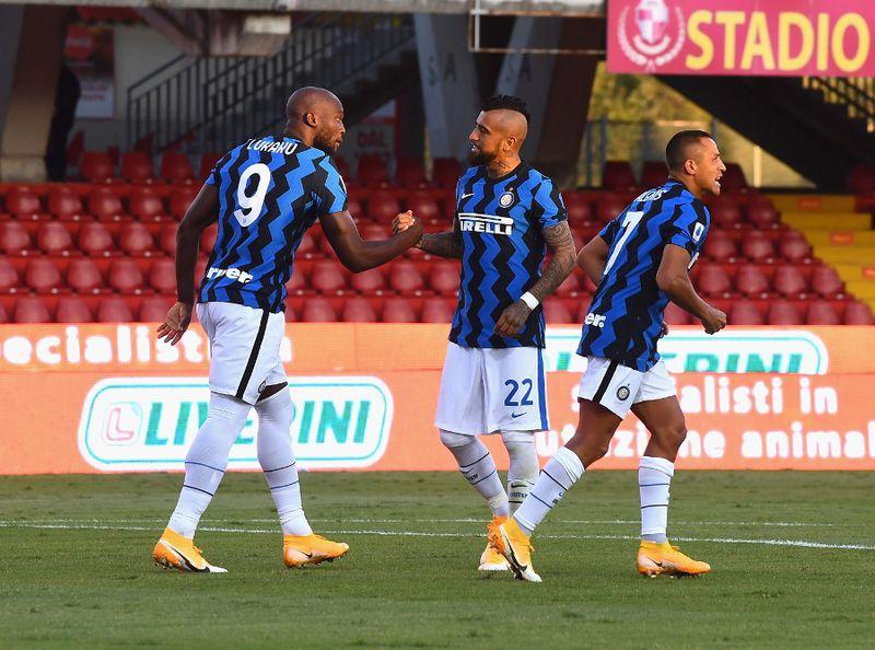 Arturo Vidal y Alexis Sánchez, en un partido del Inter.