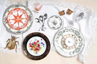 Flores a la mesa: blanco y negro