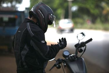 Estos son los siete errores más comunes entre los motociclistas principiantes