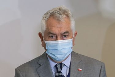"""Ministro Paris señala que van a ver la posibilidad """"de ir más rápido"""" con los grupos etarios en la vacunación y adelanta que el domingo harán un anuncio por nuevos contratos"""