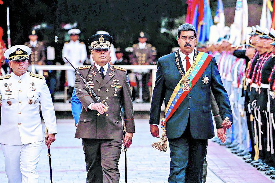 Militares rinden honores a Maduro (41799062)