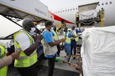 """""""Ha llegado la esperanza"""": el júbilo en Ghana con el arribo de las primeras vacunas contra el Covid-19"""