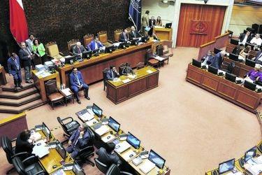 """Senadores de oposición en bloque manifiestan su """"voluntad de apoyar"""" el proyecto de retiro de fondos de pensiones de las AFP"""