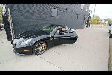 El argentino creador de Mr. Poronga que hoy pasea en EE.UU. en sus Ferrari y Lamborghini