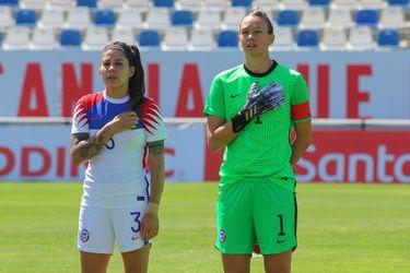 Carla Guerrero y Christiane Endler, antes del partido frente a Zambia.