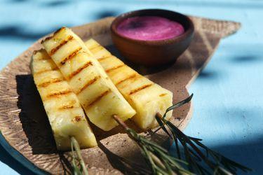 Cómo hacer bastones de piña y mayonesa de maqui