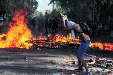 Manifestaciones y disturbios se registran en Santiago y otras ciudades en antesala del 18 de octubre