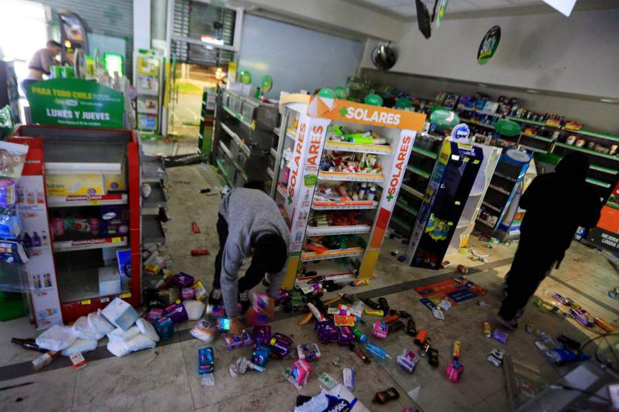 Saqueo en farmacia CruzVerde en la Florida Estado de Emergencia