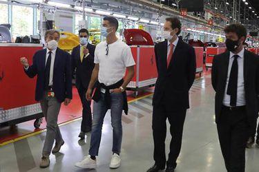 Un nuevo Cavallino Rampante a su colección: Cristiano Ronaldo se va de compras a Maranello