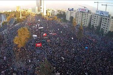 Masiva manifestación en Plaza Italia e incidentes en alrededores en el primer viernes de marzo