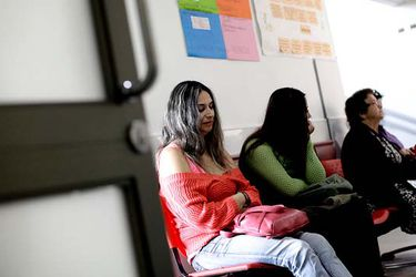 Lo que tienes que saber este lunes en La Tercera: isapres mejoran planes para las mujeres