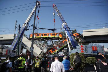 """Presidente de México promete """"investigación a fondo"""" de accidente de Metro que dejó 23 fallecidos"""