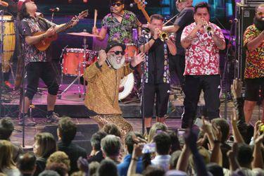 Chico Trujillo desató la fiesta en su retorno a la TV en Olmué