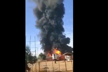Incendio afecta empresa de productos químicos en Lampa y genera gran nube de humo