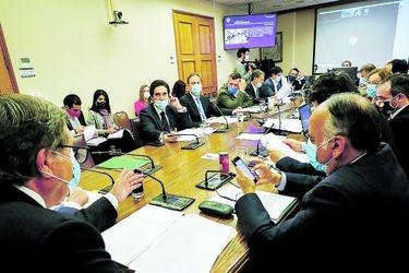 Senadores de Comisión de Hacienda descartan tercera propuesta de Briones para independientes