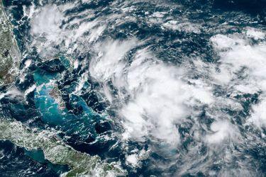 Potencial ciclón amenaza a zonas devastadas por Dorian en Bahamas