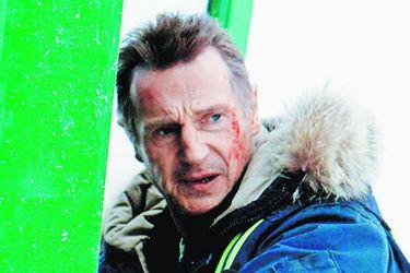 Llega a salas locales la película que encendió la polémica en torno a Liam Neeson