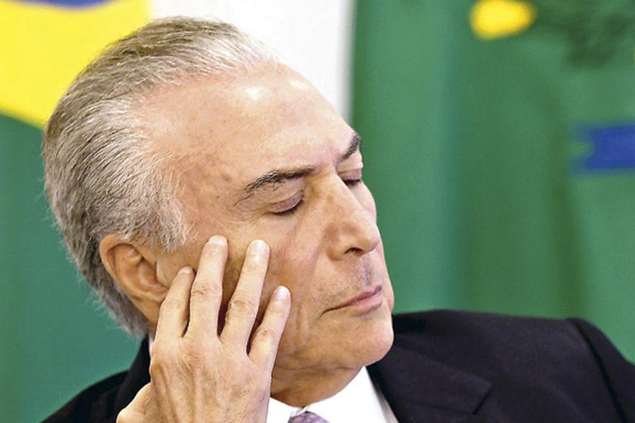 brazilian-president-michel-temer-gestures-d-37678211