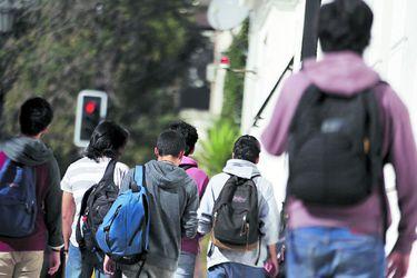 Minsal presenta inédita guía para prevenir suicidios en jóvenes estudiantes
