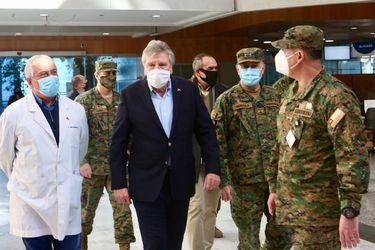Ministros de Defensa y de Salud efectúan recorrido por el Hospital Militar y evalúan aumento de camas UCI en las FF.AA.