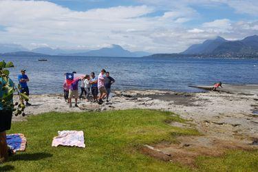 El acceso a playas como la del lago Ranco es libre, según la ley. Foto: Nicolás Walker
