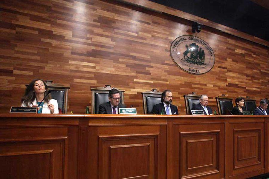 El 21 de diciembre, la presidenta del TC, María Luisa Brahm, dirimió un empate a cinco votos entre los miembros del tribunal y acogió el recurso del gobierno contra la reforma opositora para un segundo retiro de ahorros previsionales.