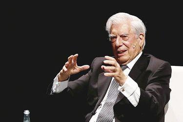 """China en guerra con Vargas Llosa: Censura sus libros y lo acusa de opiniones """"prejuiciosas""""  tras columna sobre el coronavirus"""