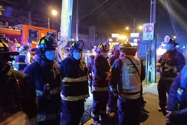 Dos buses de Transantiago resultan parcialmente quemados tras manifestación en Maipú