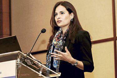 """Ariane Ortiz-Bollin de Moody's: """"Gracias a la rápida respuesta de Chile asumimos una recuperación en el segundo semestre 2020"""""""