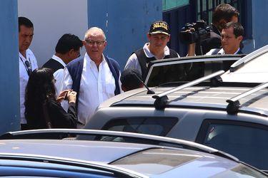 Justicia peruana decide que PPK continúe bajo arresto domiciliario, pero expresidente debió ser internado en clínica